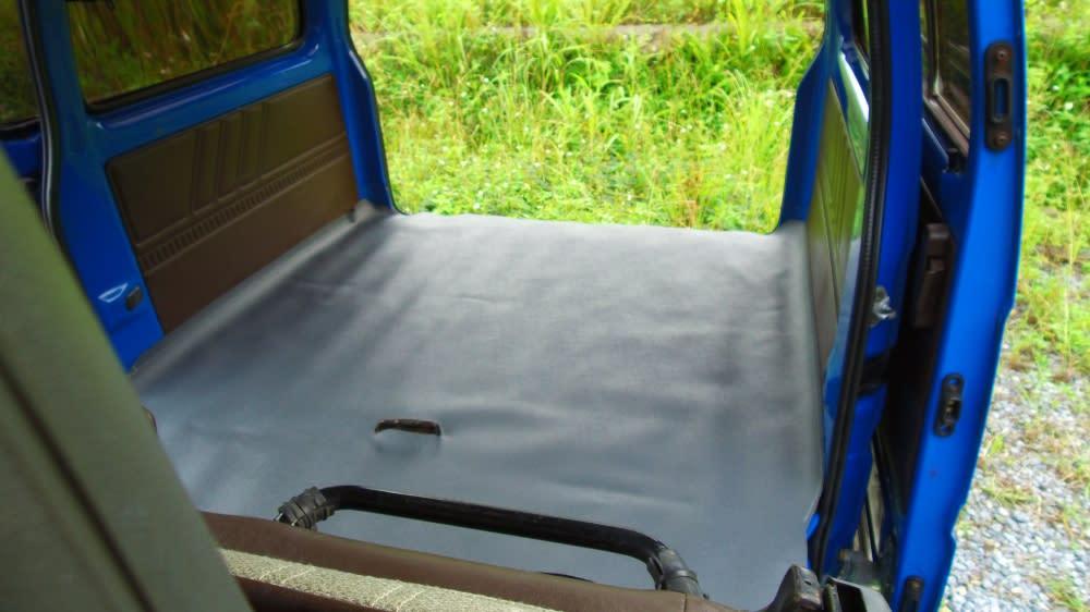 重新鋪設的車廂皮面