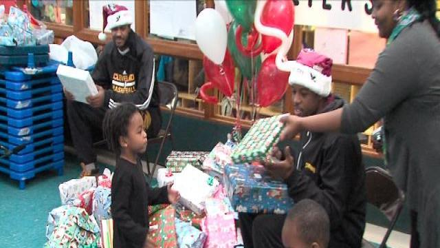 Cavs players play Santa to Cleveland kids