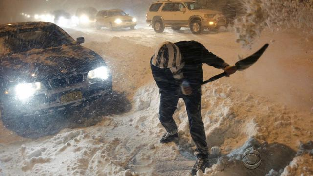 N.Y. takes drastic steps to clear snow from roads