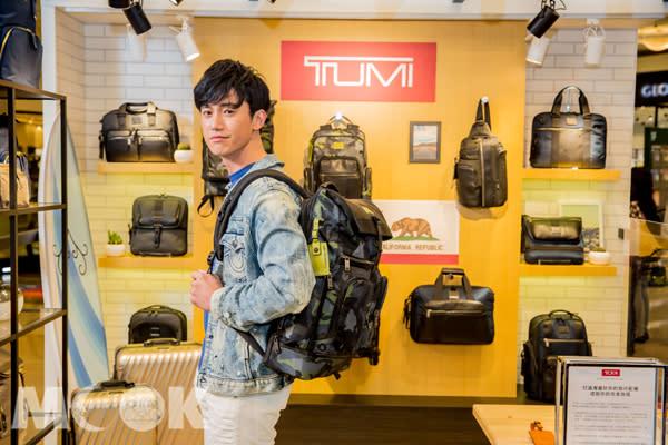 限定風格型男吳慷仁挑箱包展嚴謹,透過TUMI春夏新品分享完美旅程!