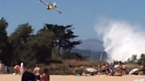 Airplane Drops Water on Fréjus Wildfire