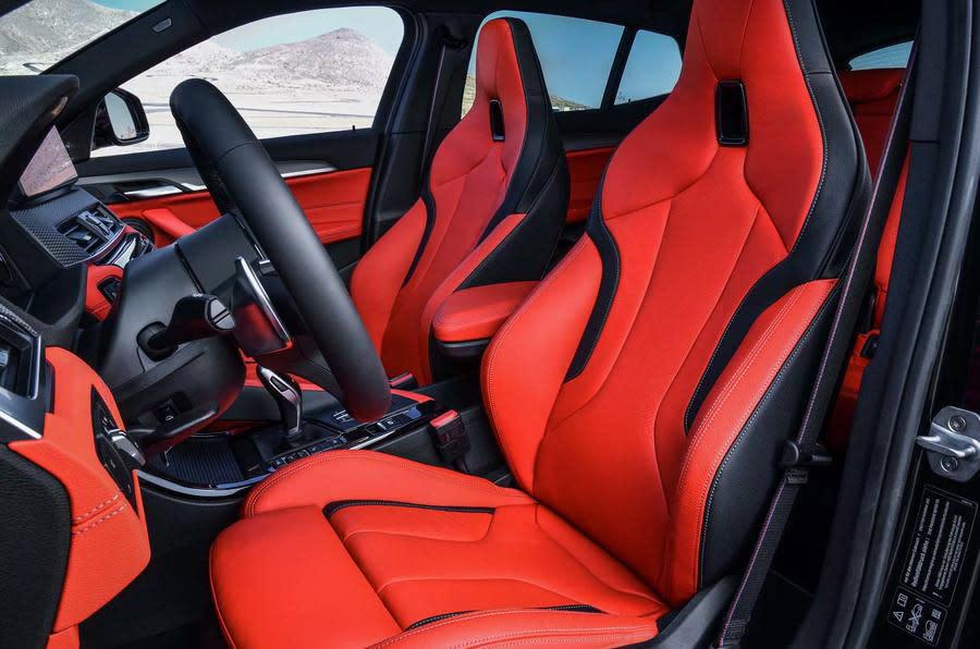 內裝部份,包括座椅、踏板、飾板、換檔撥片…等M Sport運動化配件選擇性都很豐富。(圖片來源:https://www.autocar.co.uk/car-news/new-cars/new-bmw-x2-m35i-revealed-first-four-pot-m-cars)