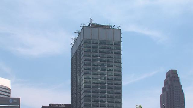 11 Man dies after falling approx. 6 stories from the Federal Building in Cleveland