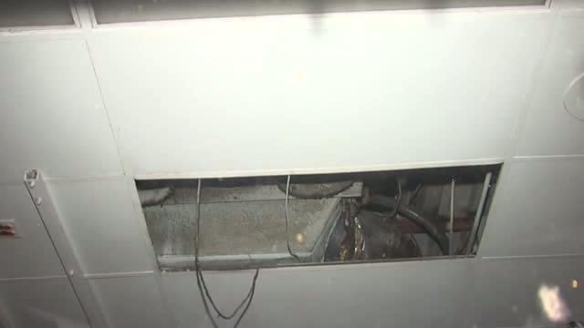 Robbery suspect stuck in vent