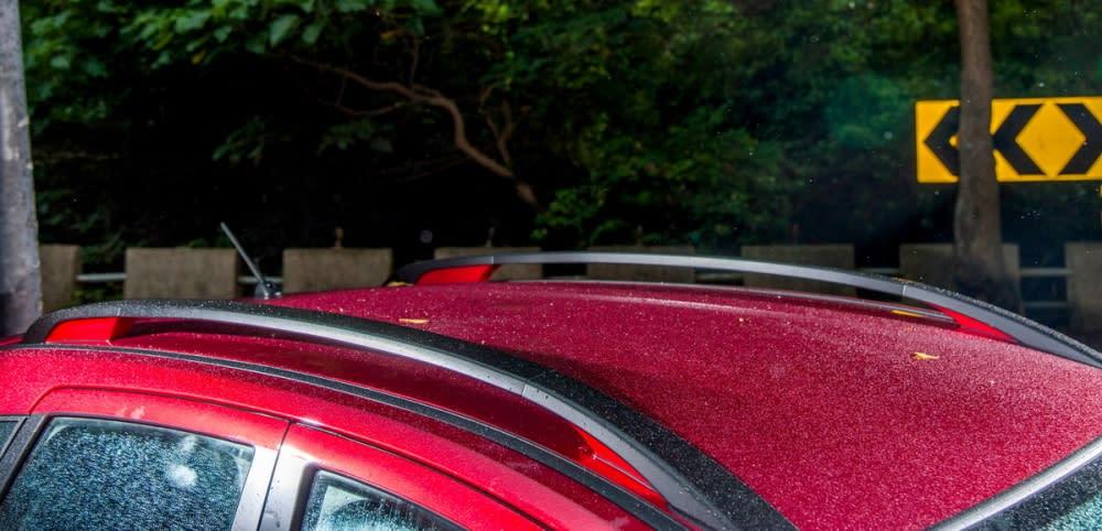 車頂的行李架有著畫龍點睛的作用,讓單調的車頂更加好看