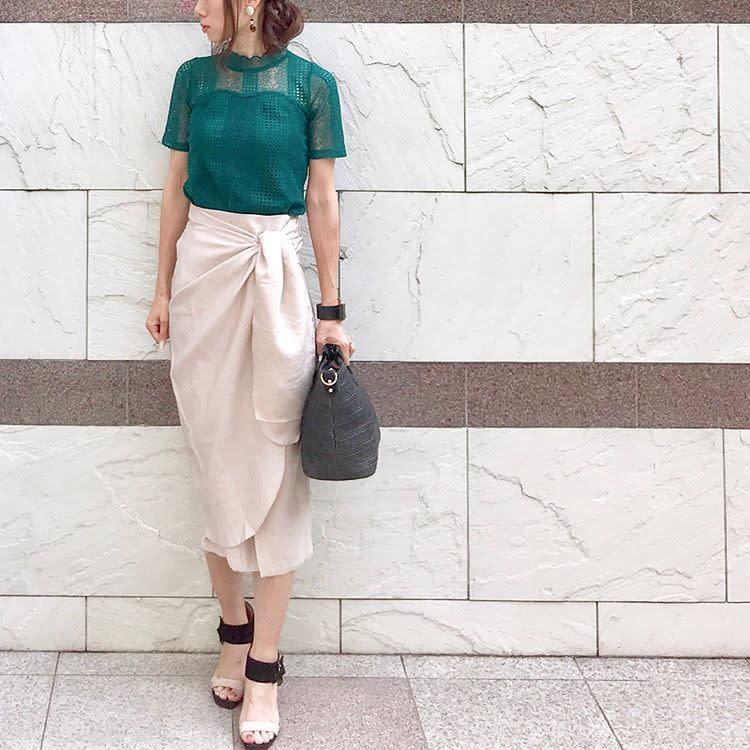 窄裙×涼鞋,這樣搭就能顯得成熟