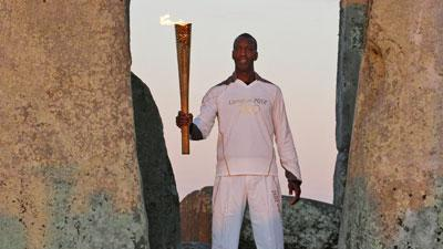 Raw Video: Michael Johnson carries Olympic torch