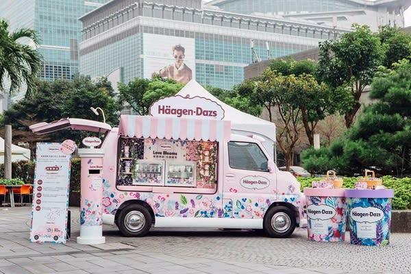 哈根達斯首度亮相以粉嫩花牆打造的「哈根達斯花甜小巴士」,是春日最新的打卡熱點。