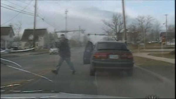 Traffic stop turns into terrifying shootout