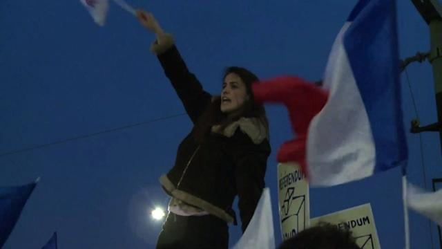 Anti-gay marriage protesters demonstrate at Hollande TV speech