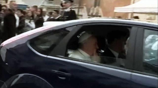 Pope takes Ford Focus to visit Italian President