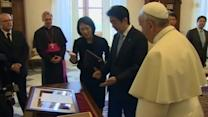 Japanese Prime Minister meets with Pope Francis at Vatican