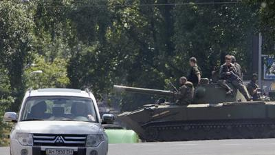 Raw: Ukraine's Donetsk Residents Flee
