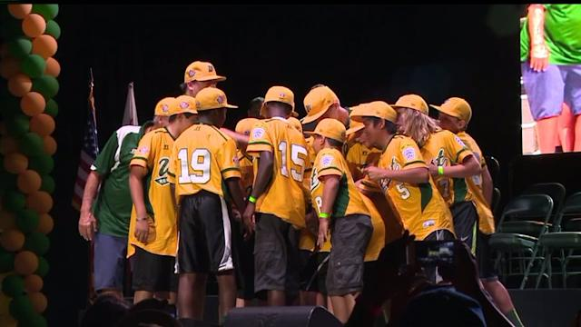 Fans Welcome Eastlake Little League Team Home