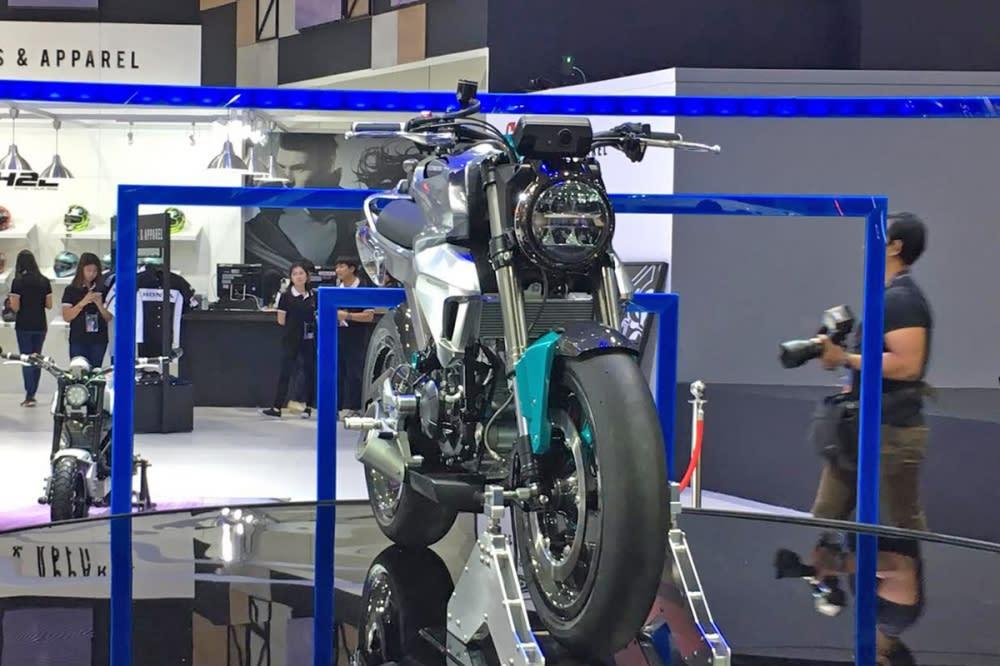 150SS 搭配和CB400SS 同樣的單圓燈設計。