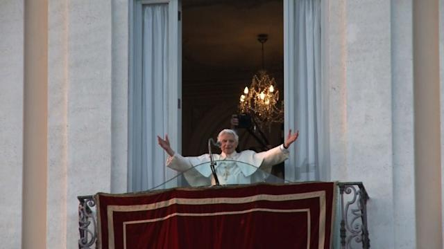Retiring Pope makes farewell appearance