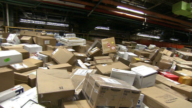 Super Bowl of shipping: Behind the scenes of the holiday delivery rush