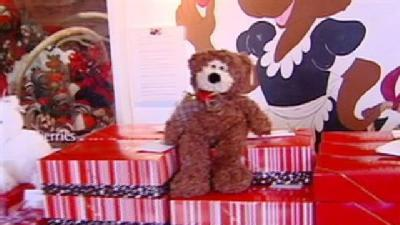 Valentine's Shoppers Look For That Last Minute Gift