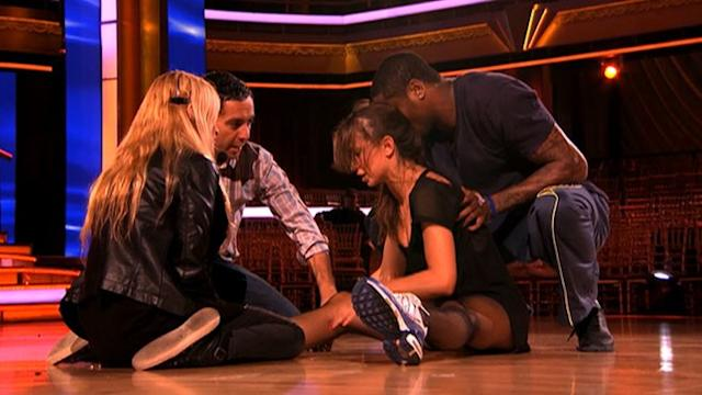 Karina Smirnoff Gets Hurt on 'Dancing'