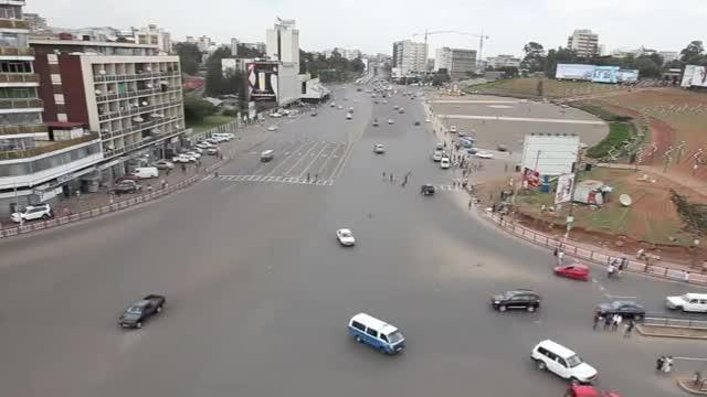 Drivers navigate chaotic intersection in Ethiopia
