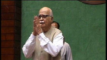 Advani dares PM to hold LS, assembly polls together